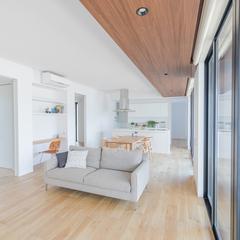 美しい規格住宅のずっと楽しめる木の質感あふれるシンプルリビング