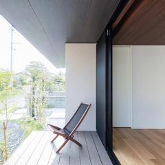風が心地よいシンプルモダンなデッキのある美しい規格住宅