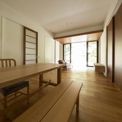 美しい規格住宅の落ち着く高品質木材の和風なリビング