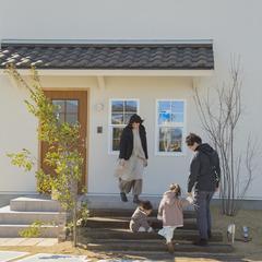 小さなお子様も外に出たくなる 美しい規格住宅のきれいな庭