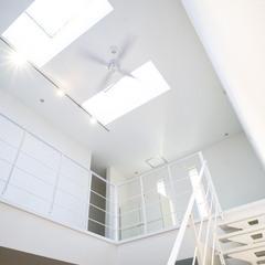 美しい規格住宅の開放感のあるシンプルな階段