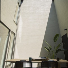 美しい規格住宅のお家がカフェになるシンプルモダンな中庭