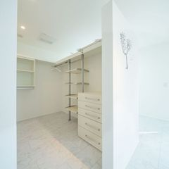 かわいらしさとデザイン性ある美しい規格住宅のファミリークローゼット