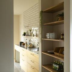 美しい規格住宅に備わった料理がしたくなるシンプルなキッチン