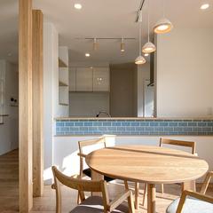 【家カフェ】ライトブルーのタイルが可愛いナチュラルテイストのキッチンカウンター