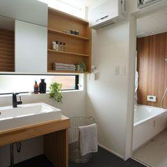 木の香りに癒されるナチュラルなデザインの洗面所