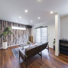デザイン住宅の高品質木材がおしゃれなミッドセンチュリーなリビング