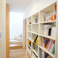 収納力抜群の棚に家族の思い出を詰めて♪デザイナーズ住宅で作る広々な収納