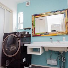 カラフルで斬新でオシャレな北欧風の造作洗面化粧台