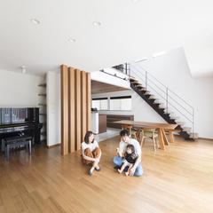 高品質木材を使った親子で楽しく遊べるデザイン住宅のリビング