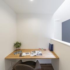 落ち着くシンプルなワークスペースのあるデザイン住宅