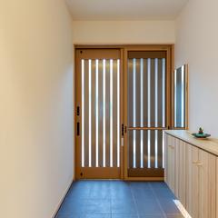 和テイストを集めホッとする癒しの空間を叶えた和モダンな玄関