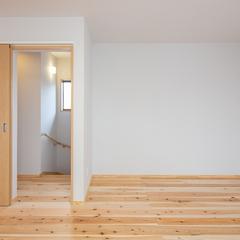 明るく心地よい雰囲気広がる木をふんだんに使用した加茂郡の和モダンな洋室