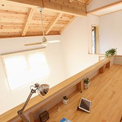 高品質木材の造作テーブルを家族で共有できる和モダンなスタディコーナー