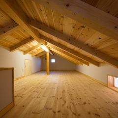 木の贅沢な香りにタップリ包まれた加茂郡の和モダンな屋根裏部屋