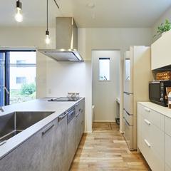 収納に困らないゴミ箱を目隠しできるおしゃれなキッチン空間