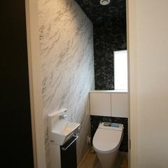 シンプルモダンなオシャレなトイレのあるデザイン住宅