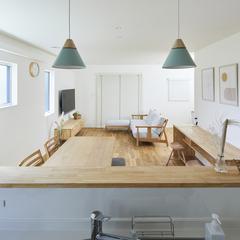 木のぬくもり感じる北欧テイストのリビングのあるデザイン住宅