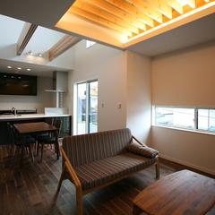 高級感のある上品なデザインのリビングであるデザイン住宅