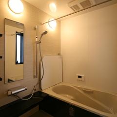 シンプルモダンな落ち着く浴室のあるデザイン住宅