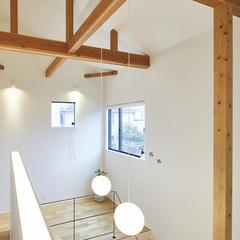 解放感のある明るい中二階のあるデザイン住宅
