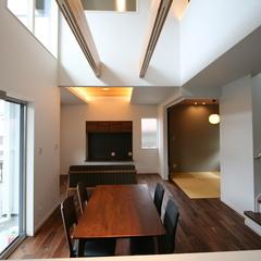 奥深さのある和モダンなリビングのあるデザイン住宅