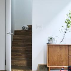ナチュラルな木のぬくもりを感じる階段のあるデザイン住宅