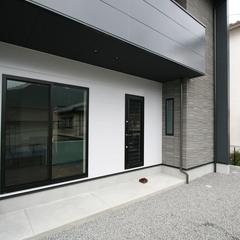 素敵な色味のシンプルモダンでスタイリッシュなデザイン住宅