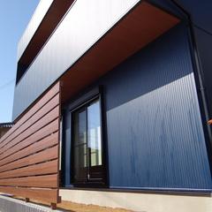 ネイビーブルーがかっこいいインダストリアル風なデザイン住宅