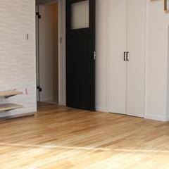 デザインクロスが特徴的なシンプルモダンなデザイン住宅