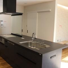 高級感あふれる贅沢なキッチンカウンター