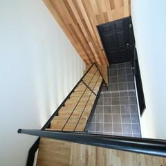 毎日深呼吸したくなる無垢材の階段