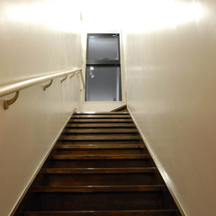 アンティーク風でレトロな雰囲気漂う階段