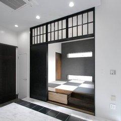 扉を閉めればカッコいい和室!シンプルモダンな小上がり畳