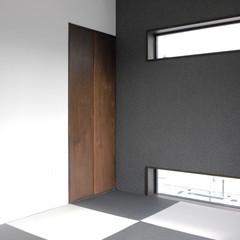 収納もあって個室にもなる!自然素材に包まれたシンプルモダンな小上がり畳