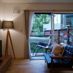 高品質木材のミッドセンチュリーなパッシブデザインのお家
