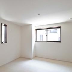 いつでも清々しい空間に癒される繊細で上品なナチュラルな家の洋室