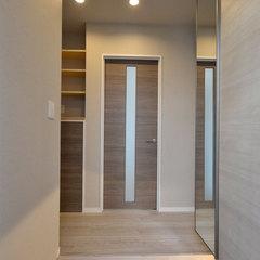 淡い色合いが素敵なシンプルなパッシブデザインの玄関