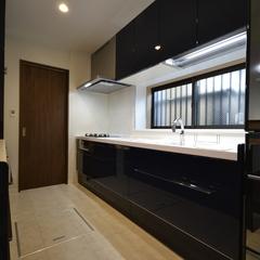 高級感重厚感あるパッシブデザイン住宅のキッチン
