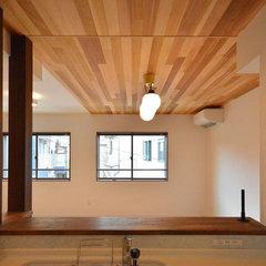 木の質感あふれる天井が美しいナチュラルテイストのLDK
