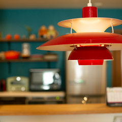 落ち着きある空間を照明でパッと華やかに演出!北欧スタイルのキッチンがある注文住宅
