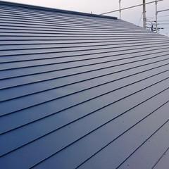 雨漏りとはおさらば!軽く丈夫でスタイリッシュなガルバリウム鋼板屋根