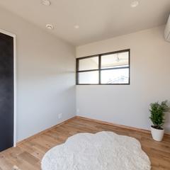 部屋が明るくなる室内窓つきの一室