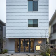 シンプルなボックス型外観の事務所供用住宅