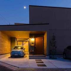 スタイリッシュな外観が美しい インナーガレージの家