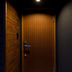 シックな佇まいがおしゃれな玄関