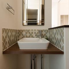鏡のかたちもこだわった手洗い洗面台
