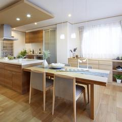 機能性を追求したナチュラルなダイニングキッチン