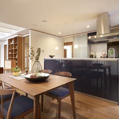 自由設計ならではの家事導線を考えたナチュラルなダイニングキッチン