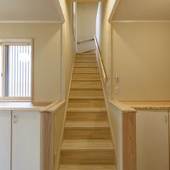 天然木の傾斜緩やか階段で安心ライフ